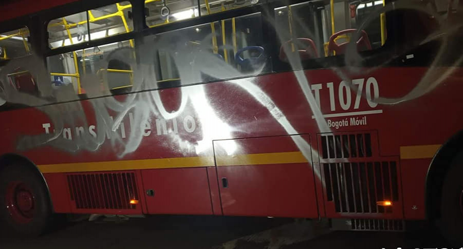 Bus de Transmilenio vandalizado