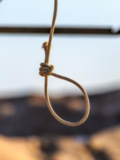Soga de cuerda colgando al aire libre