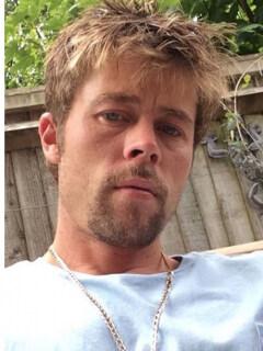 Brad Pitt y hombre que luce como él.