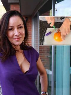 [Video] Con una naranja y un dedo, Flavia Dos Santos explicó cómo masturbarse