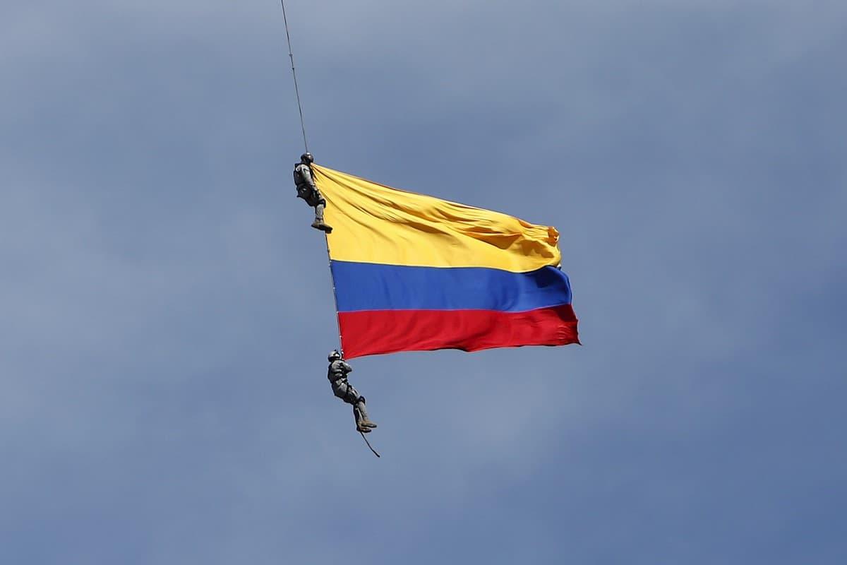 2 miembros de la Fuerza Aérea mueren durante exhibición en Medellín
