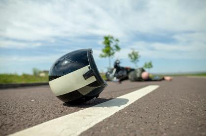 Motociclista caído.