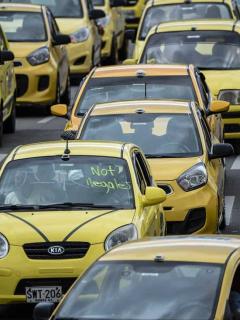 Se acabarían (pronto) los famosos cupos para manejar taxi en Colombia