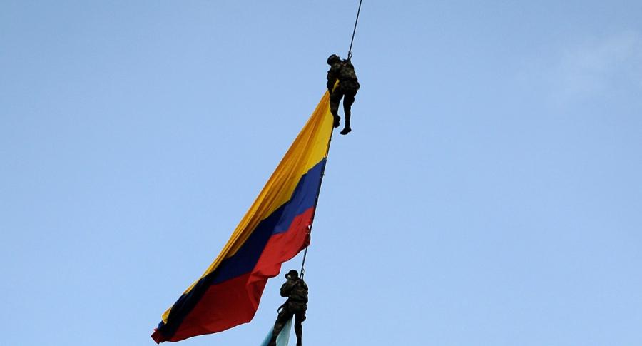 Militares colgados de cuerda