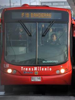 Transmilenio sí admitirá pasajeros 'al gratín', pero serán militares y por seguridad