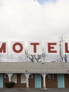 ¡Haga la reserva! Llega el día del motel con descuentos y regalos placenteros