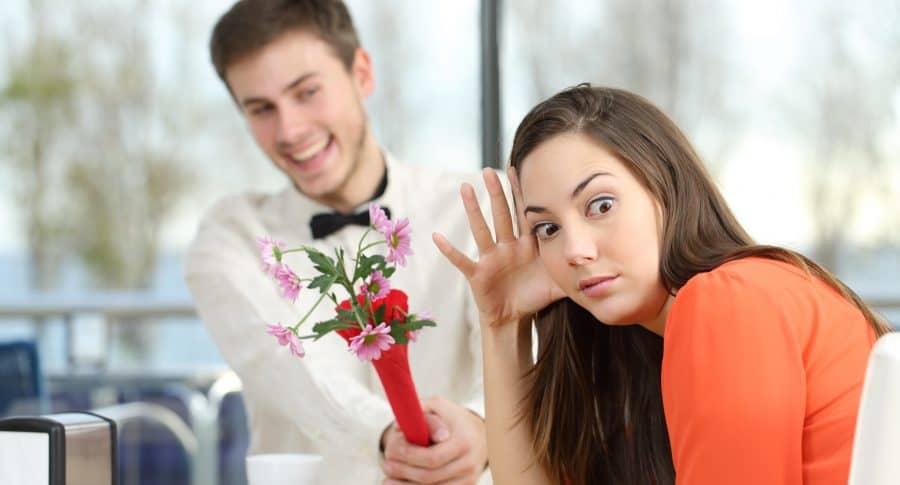 Mujer rechaza hombre