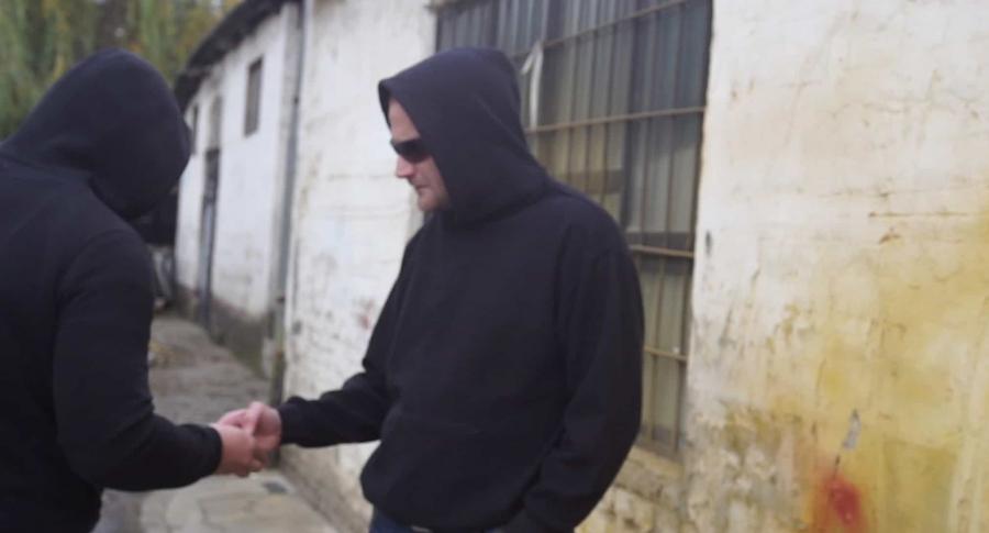 Hombres negociando droga