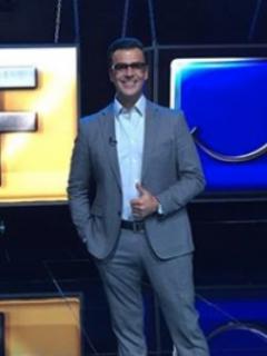 ¿Por qué el presentador de 'Sábados felices' usa gafas oscuras en el programa?