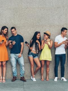'Millennials' aceptan que serían más felices con menos redes sociales, pero no pueden