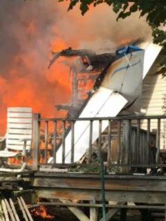 Avioneta se estrella contra casa en Nueva York y el siniestro deja 2 muertos