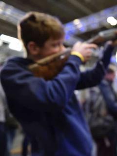 """Tienda en Texas (EE. UU.) hace descuentos en armas de hasta 50 % por el """"regreso a clases"""""""