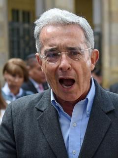 """[Video] """"El pueblo está berraco"""": paisas insultaron y abuchearon a Uribe"""