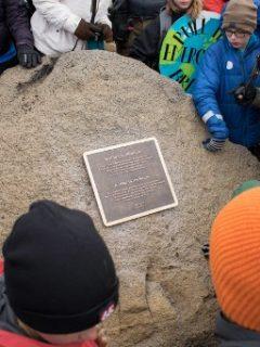 Placa en honor a glaciar en Islandia