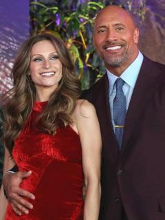 Despacio y para nada furioso, actor Dwayne 'La roca' Johnson se casó, en Hawái