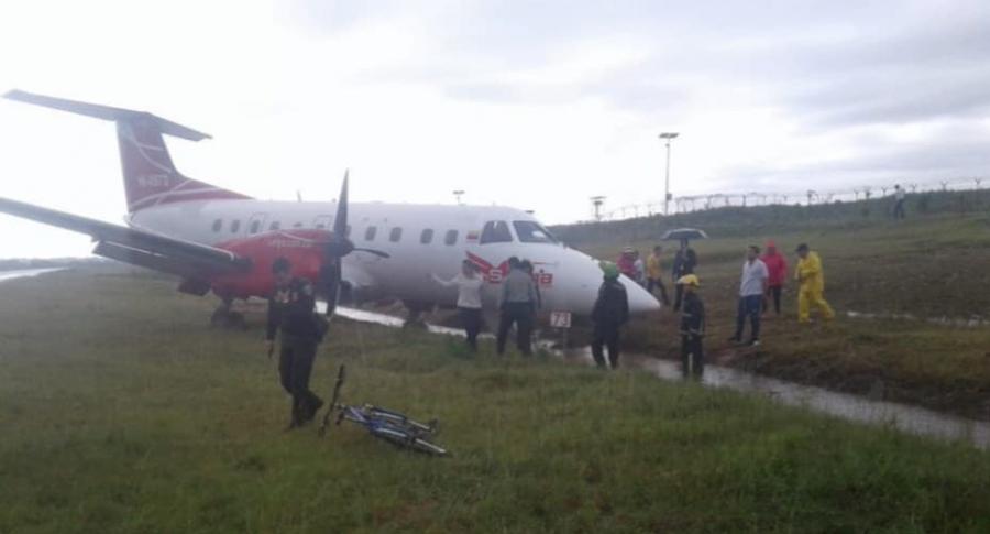 Avión se sale de la pista.