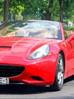 Condujo Ferrari con una mujer desnuda encima, y todo quedó en video