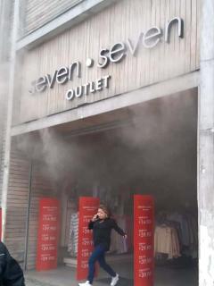 [Videos] Emergencia en Bogotá por un incendio en un almacén de ropa