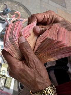 Salario mínimo en Venezuela toca fondo histórico y sigue por debajo de umbral de miseria