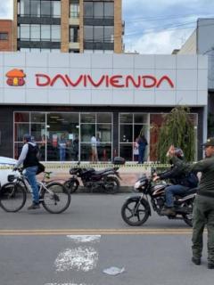Aparece video de huida de ladrones que atracaron banco Davivienda este martes