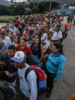 """Dinero para los venezolanos se agota y se podría llegar a un """"escenario catastrófico"""""""