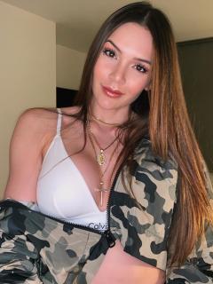 Profundo escote en vestido de Lina Tejeiro hizo que obtuviera más 'likes' de lo normal