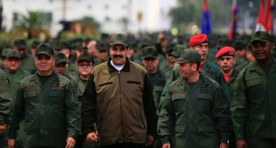 Nicolás Maduro y militares de Venezuela