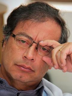 Petro dice que hija estudiará fuera del país, lo llaman cínico y él alude a hijos de Uribe
