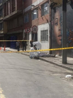 Macabro hallazgo de cadáver atado y envuelto en una cobija, en Bogotá