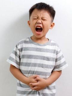 Niño fue al médico por dolor de estómago, y le extrajeron 61 bolas magnéticas