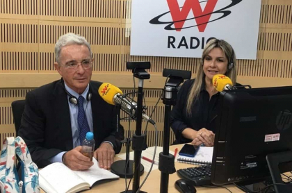 Vicky Dávila le pregunta a Uribe si se iría a la cárcel