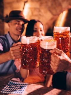 Se perdió 'platica' del gimnasio: tomar cerveza engorda más que comer pan y tocino