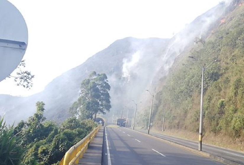 Incendio vía Medellín-Bogotá