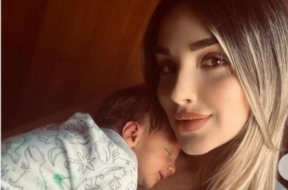 Melina Ramírez, presentadora, con su hijo, Salvador Carvajal.
