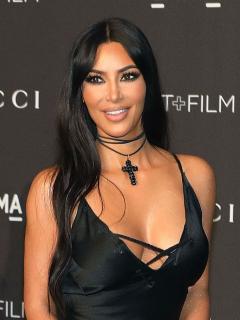 [Foto] Error de Photoshop deja a Kim Kardashian con seis dedos