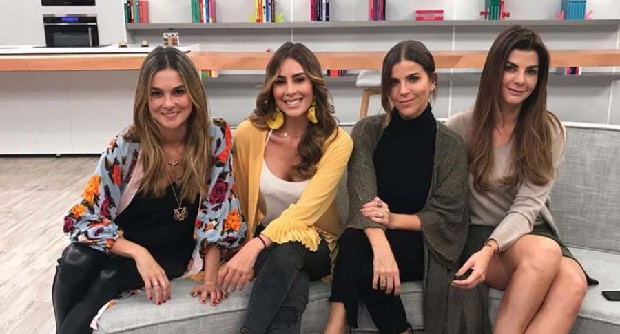 Catalina Gómez, Carolina Soto y Carolina Cruz, presentadora, con María Fernanda Yepes, actriz.