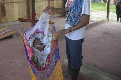 Bebé en la guerrilla