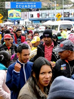 Para frenar entrada masiva de venezolanos, Ecuador les pedirá visa obligatoria