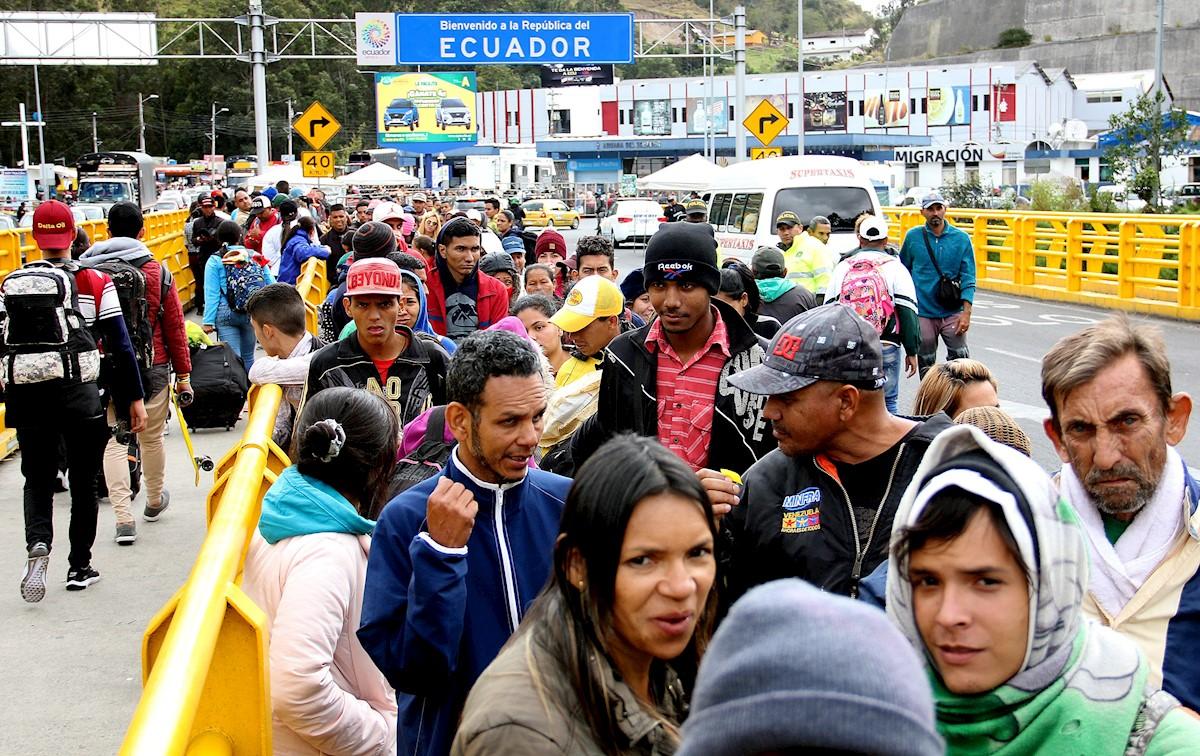 Venezolanos entrando a Ecuador