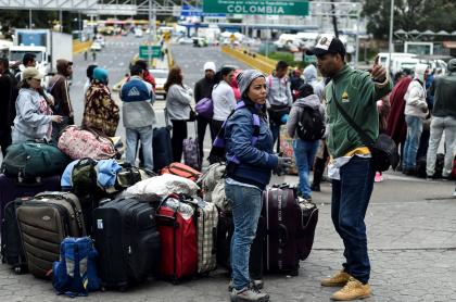 Venezolanos en el Puente Internacional de Rumichaca