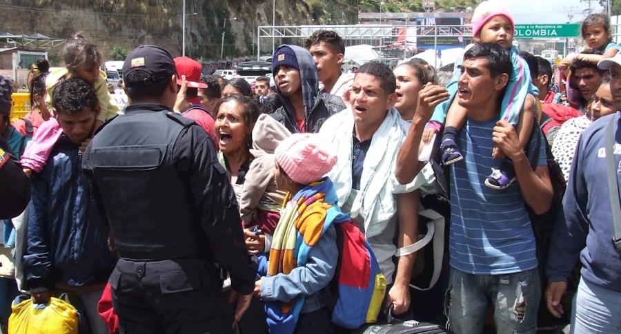 Venezolanos en frontera de Colombia con Ecuador