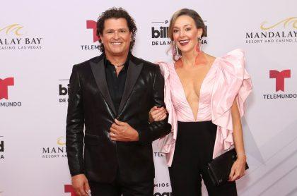Carlos Vives, cantante, y Claudia Elena Vásquez, exreina.