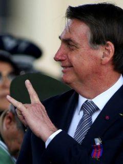 """""""El indio cambió, evolucionó y es cada vez más un ser humano igual a nosotros"""": Bolsonaro"""