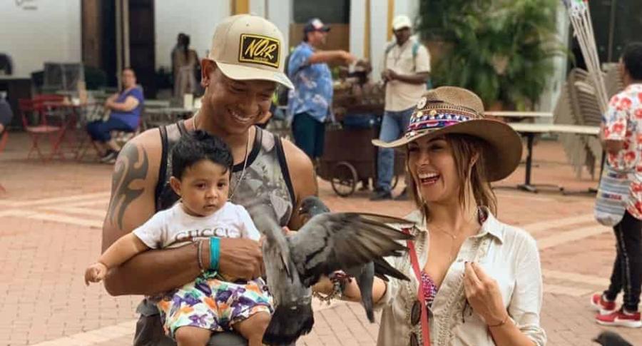Fredy Guarín y Sara Uribe con su hijo Jacobo