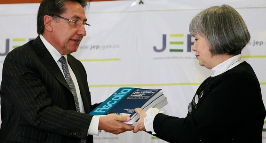 Néstor Humberto Martínez y Patricia Linares