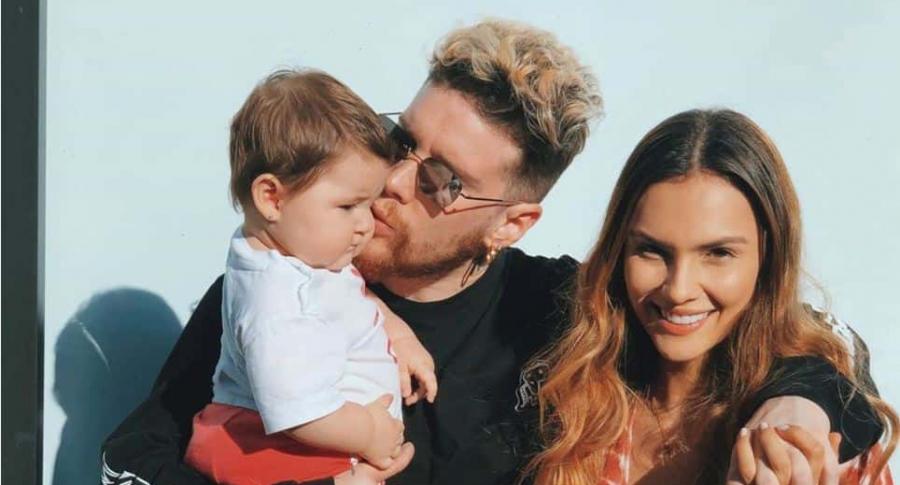 Danielle Arciniegas, actriz, con su esposo David Escobar, 'DIM' de Piso 21, y si hija Ella.