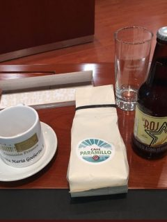 Café y cerveza producida por exguerrilleros.