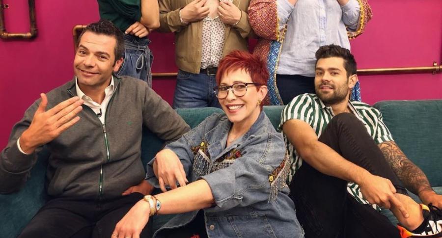 Ángela Cardozo, Andrés López, Marcela McCausland, Iván Lalinde y Yaneth Waldman, presentadores, con Juan Diego Vanegas, chef.