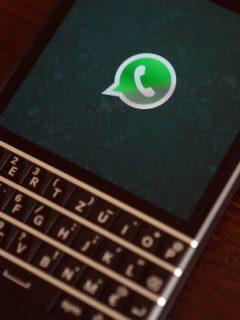 Estos son los pasos para activar el 'modo oscuro' en WhatsApp