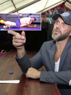 Con muñeca inflable, Nacho Vidal explicó las poses para volverlas 'locas' en el sexo